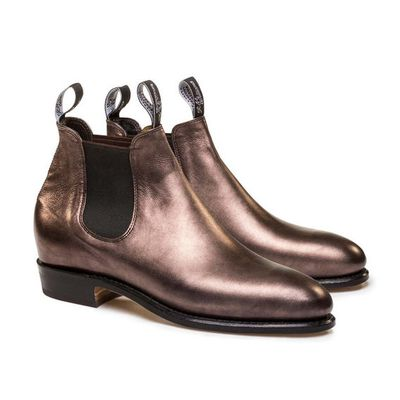 "<a href=""http://www.rmwilliams.com.au/metallic-adelaide/Metallic_Adelaide.html"" target=""_blank"">RM Williams</a> Adelaide boot, $575<br>"