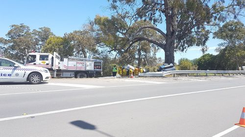 Police remain on scene at the Riddoch Highway. (9NEWS)