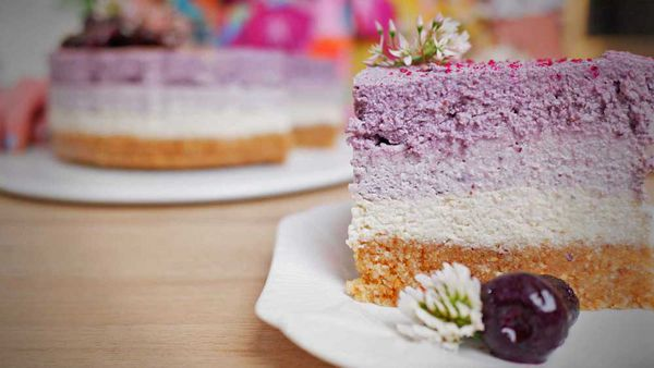 Look at those ombre purple layers of blueberry vegan cheesecake