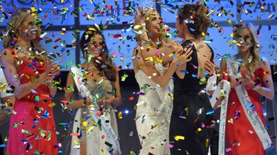 Miss Martin (third from left) celebrates winning the Miss Universe Australia National Final at the Sofitel Hotel in Melbourne. (AAP)