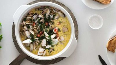 "Recipe: <a href=""http://kitchen.nine.com.au/2017/08/03/11/47/drunken-garlic-clams"" target=""_top"">Drunken garlic clams</a>"
