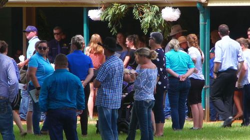Mourners gathered at the Casaurina Street Primary School. (9NEWS)