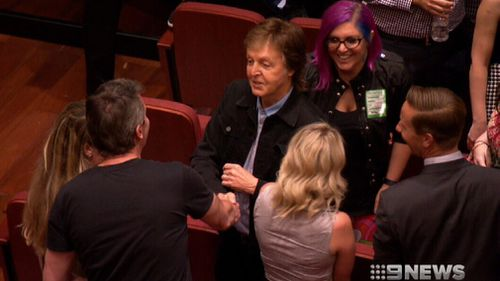 Sir Paul McCartney meeting fans in Perth. (9NEWS)