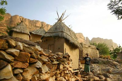 A Dogon lady goes to the well in Tirelli, to get water for the day (Mali, 2007).