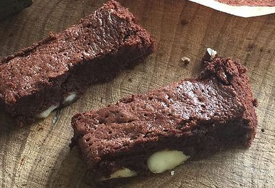 """<a href=""""http://kitchen.nine.com.au/2016/05/05/10/07/willie-harcourtcoozes-flourless-macadamia-nut-brownies"""" target=""""_top"""" draggable=""""false"""">HEALTHY: Willie Harcourt-Cooze's flourless macadamia nut brownies</a>"""