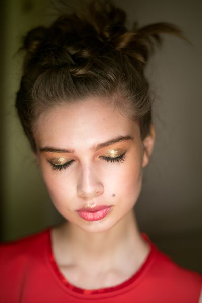 Looking for a new after-dark eye look? Try bold gold shimmery shadow.