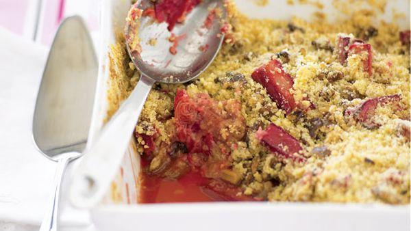 Rhubarb and walnut crumble