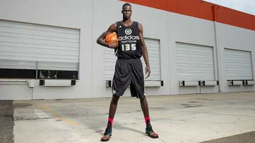 Aussie basketball prodigy Thon Maker causes US frenzy after announcing he's leaving high school early