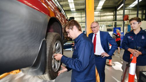Premier Jay Weatherill has announced a $13.4 million Tradie Package to support apprentices. (AAP)
