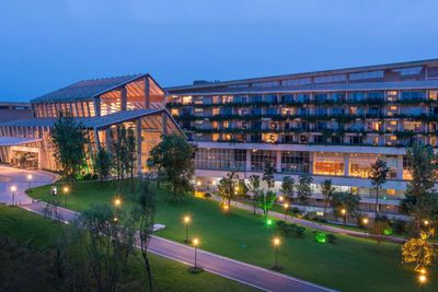 <strong>Luxury Family Resort: InterContinental, Heilong Lake&nbsp;</strong>