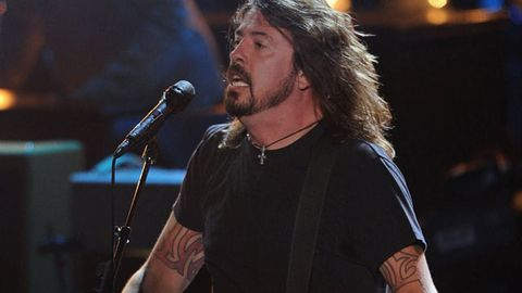 Dave Grohl kicks brawler out of Foo Fighters show