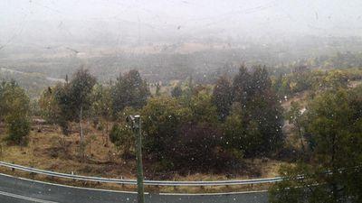Snow falling on Mt Stromlo, ACT. (Twitter: Brad Tucker)