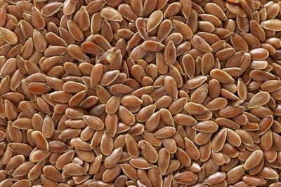 Teaspoon of whole flaxseed (5g): 1.4g fibre