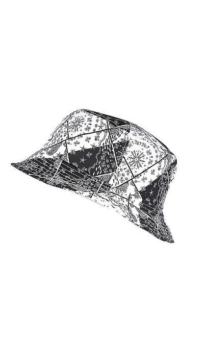 "<a href=""http://au.riverisland.com/women/sale/accessories/black-ny-paisley-print-bucket-hat-668860"" target=""_blank"">Hat, $16, River Island</a>"