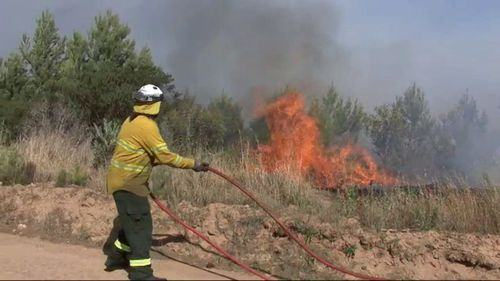 A bushfire is tonight threatening properties and lives at Port Lincoln, on South Australia's Eyre Peninsula.