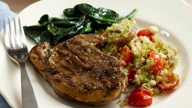 Lamb chops with tomato and mushroom