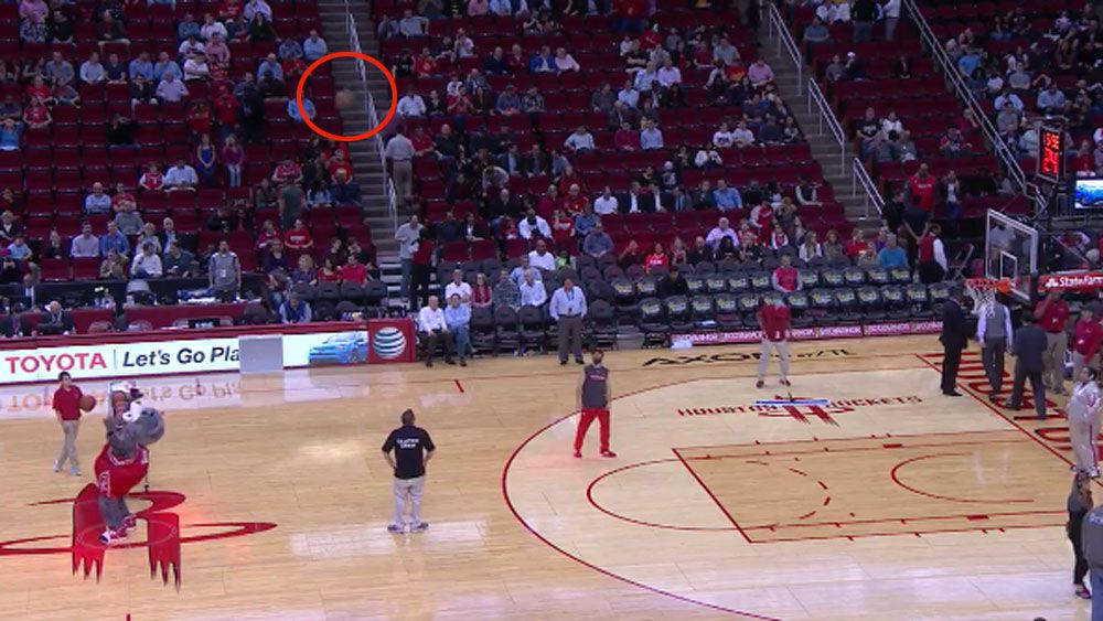 NBA mascot nails ridiculous half-court shot