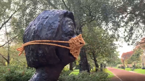 Ballarat artist makes crochet face mask for Julia Gillard statue