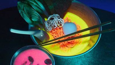 Glow-in-the-dark pop up makes luminous ramen