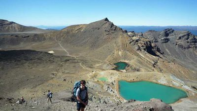 <p><strong>North Island: Tongariro Crossing, 19.4kms (1 day), Tongariro National Park</strong></p>
