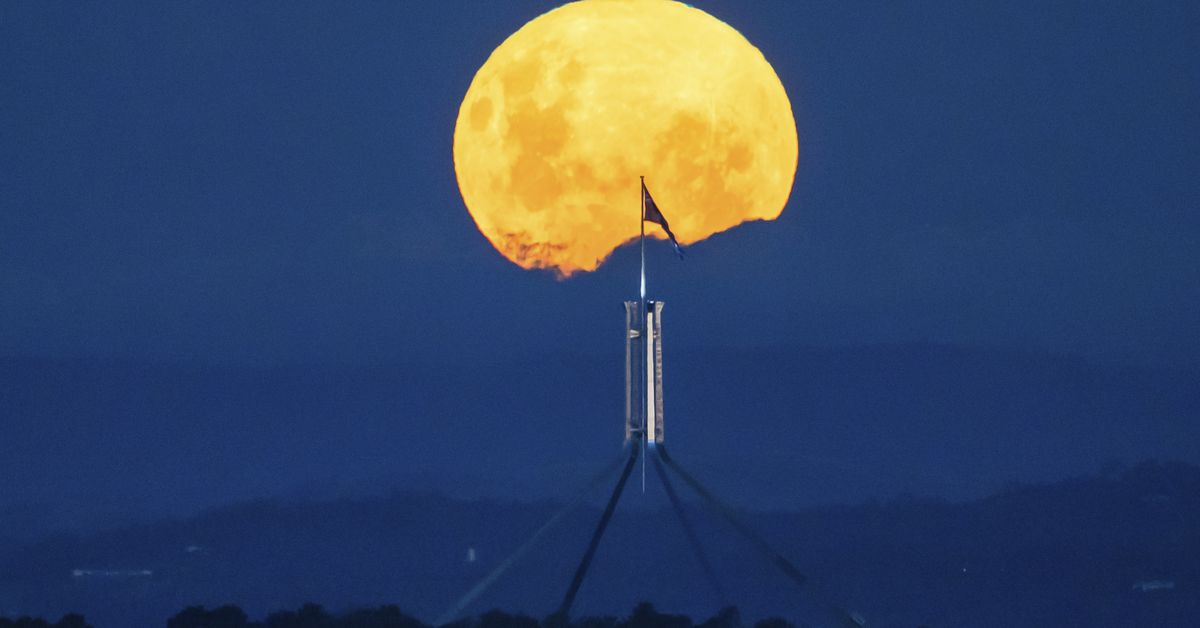 'Pink' supermoon April 2021: Spectacular pictures of rare astronomical event – 9News