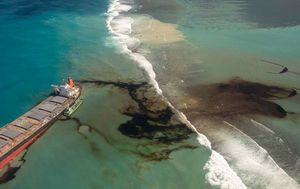 Mauritius races to contain Indian Ocean oil spill