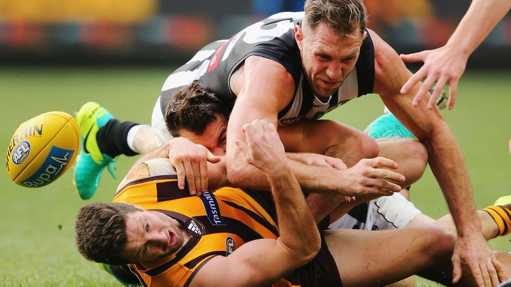 Travis Cloke and James Frawley fight for the ball (Getty)