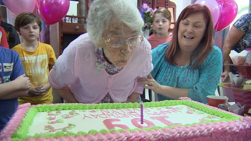 Queensland's oldest woman declares for LNP's Tim Nicholls because he 'has a nice face'