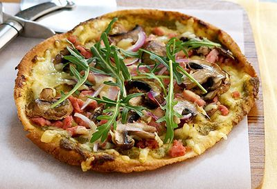Pesto, bacon and mushroom pizza