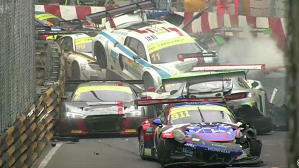 Massive pile-up crash at Macau Grand Prix GT car qualifying