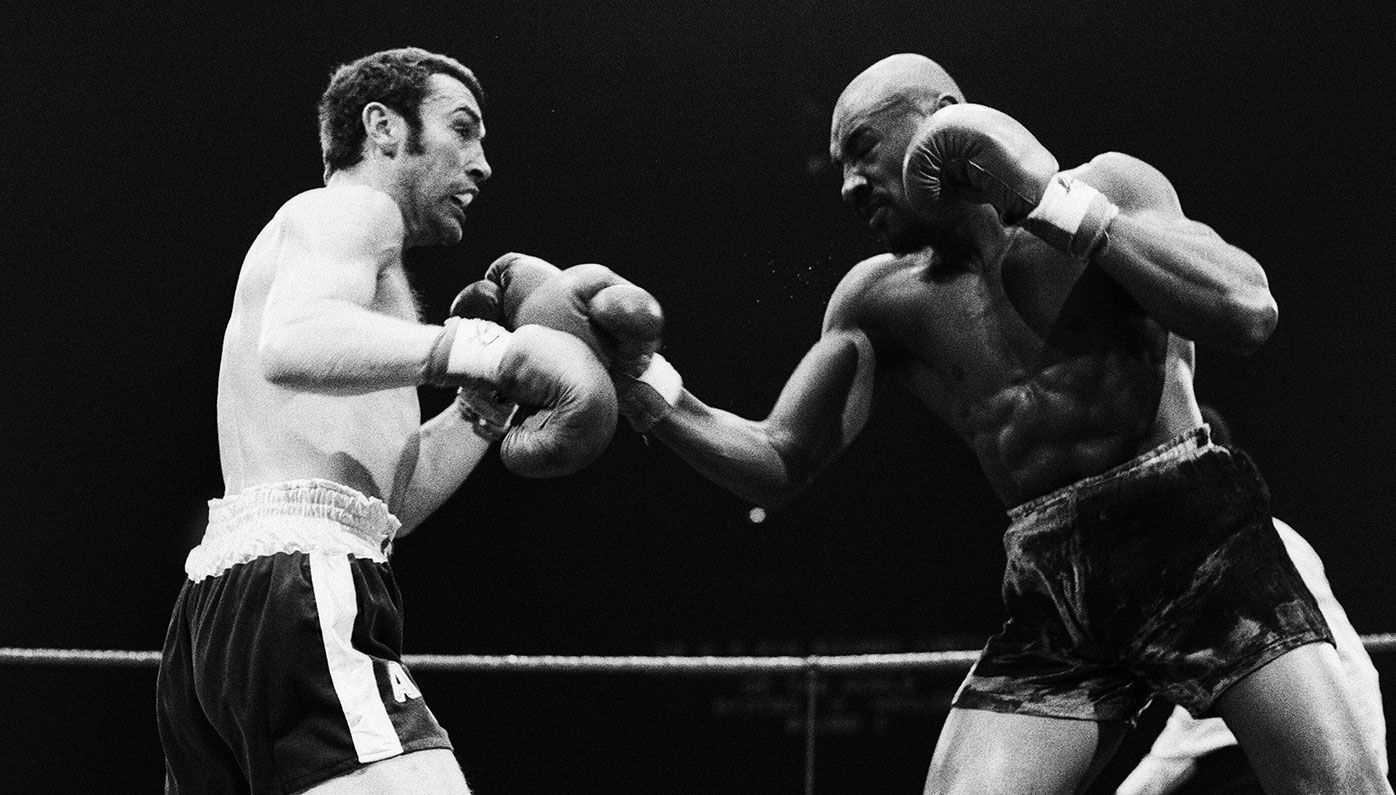 Alan Minter (left) fights Marvin Hagler for the WBA and WBC middleweight title in 1980.