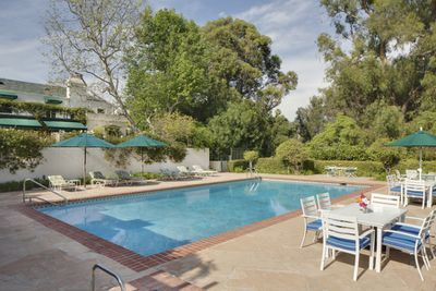 Taylor swift 39 s beverly hills mansion granted historic - Beverly hills public swimming pool ...