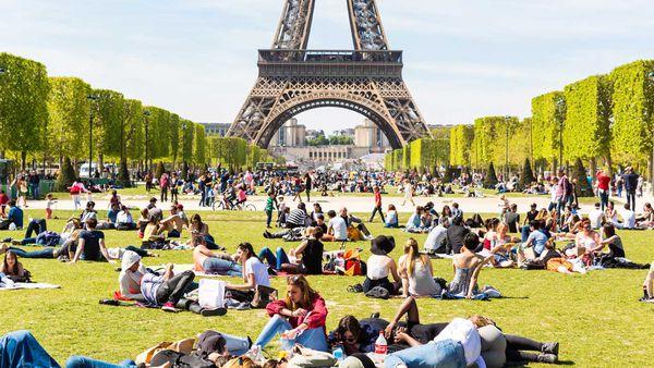 Eiffel Tower crowds of tourists