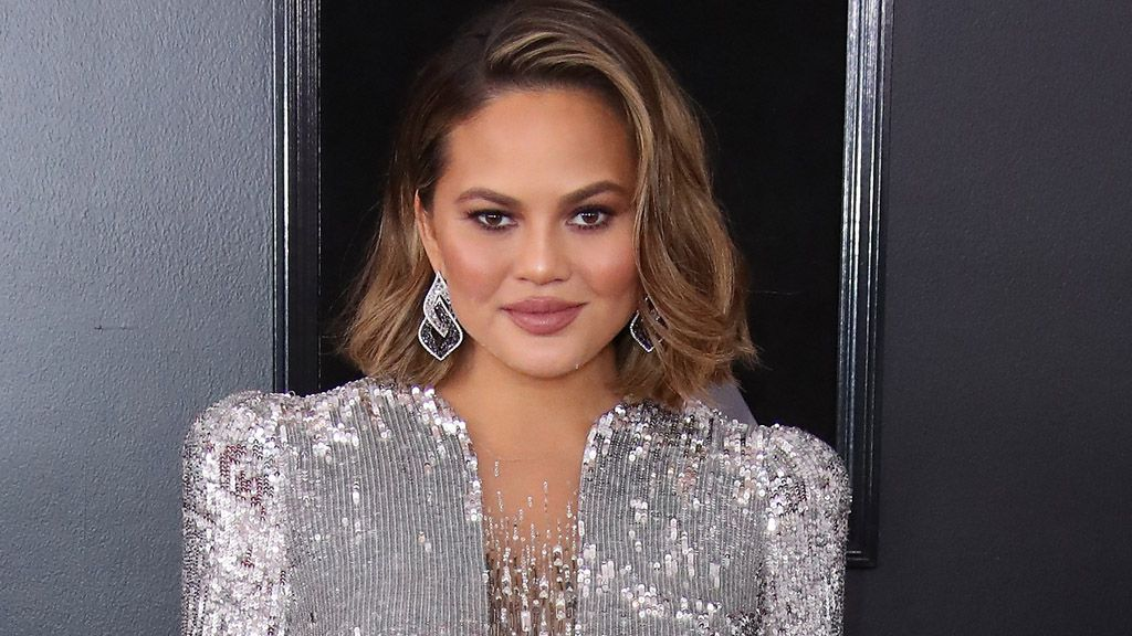Chrissy Teigen's war against  facetune and filters