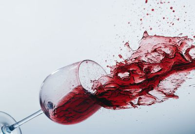 How to remove fresh red wine spills on carpet