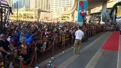 Fans of both teams eagerly awaited their appearance in Sydney. (9NEWS / Darren Curtis)