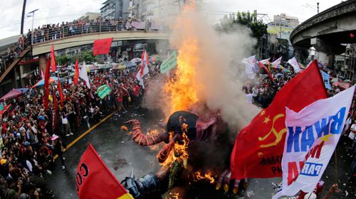 Protesters in Manila burn an effigy of Philippines President Rodrigo Duterte. (AP).