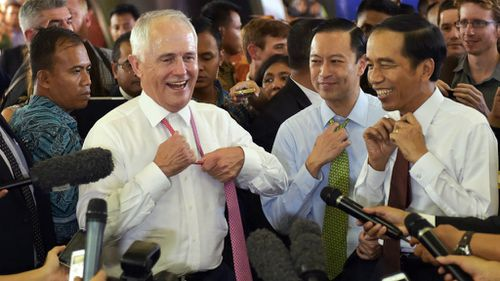 Malcolm Turnbull and Joko Widodo ditched their ties during the tour. (AAP)