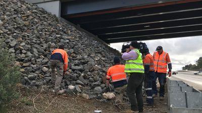 Southern Expressway: Steel mesh installed to halt rock throwers