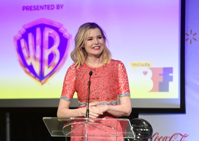 <p>Geena Davis gave birth at 48.</p> <p>Geena Davis of Thelma and Louise fame, had her twins when she was 48 years old, after giving birth to her daughterAlizeh in 2002 at age 46.</p>