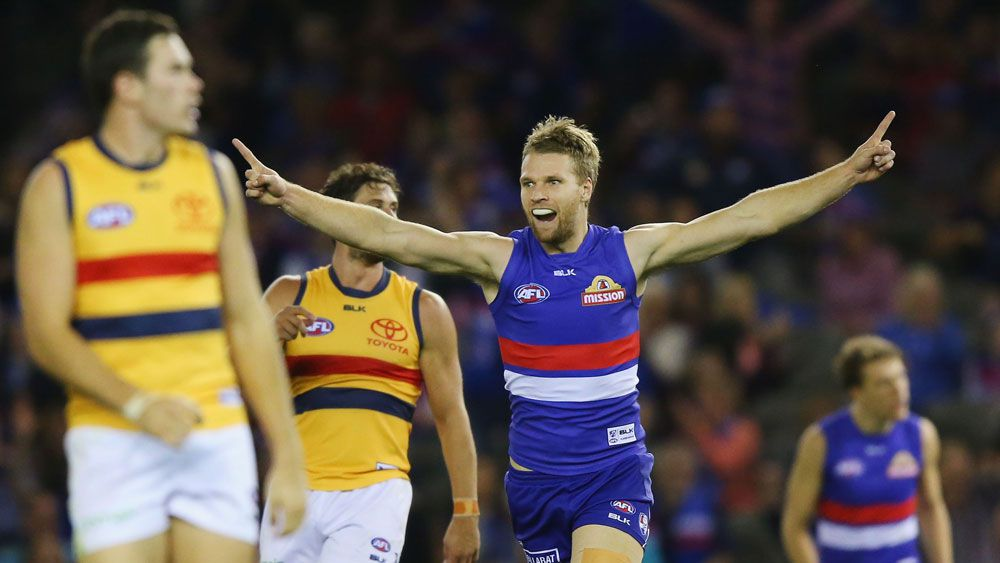 Bulldogs hold off Crows in AFL