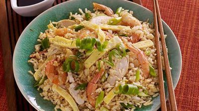 "Recipe:&nbsp;<a href=""http://kitchen.nine.com.au/2017/01/31/11/17/chinese-fried-rice"" target=""_top"">Chinese fried rice</a>"