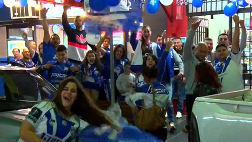 Happy fans took to the streets to celebrate the Bulldogs advancing to next week's Grand Final. (9NEWS)