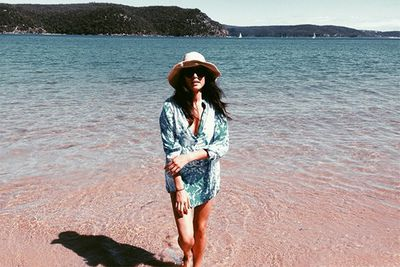 """Jess credits her dad for taking this cute beach snap. Was he behind the shirt, sunnies and hat combo too? Kudos to the stylist/photographer! Beach safety has never looked so chic, Jess. <br/><br/>Instagram @iamjessicagomes: """"Photo Credit: DAD! AUSSIE SUMMER LOVING!""""<br/>"""