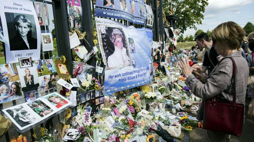 Tributes left in memory of Diana, Princess of Wales outside the gates of Kensington Palace. (AAP)
