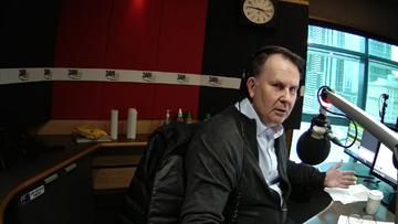 Tony Jones reacts live on air to earthquake shaking 3AW studio