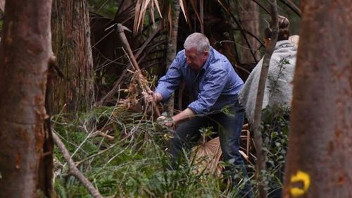 Matthew Leveson's father, Mark, assists police in the search for his son's body. (AAP)