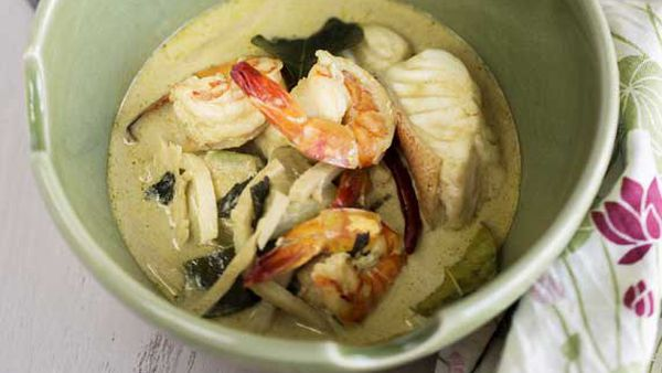 Marion Grasby's Thai seafood green curry