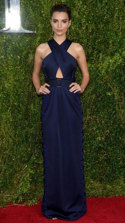 <p>Emily Ratajowski in Marc Jacobs&nbsp;at the Tony Awards.</p>