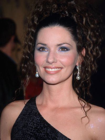 For an appearance in 1998 on VH-1's Divas Live, Twain rocked two of the '90s biggest beauty trends-crimped curled hair and frosty blue eyeshadow.